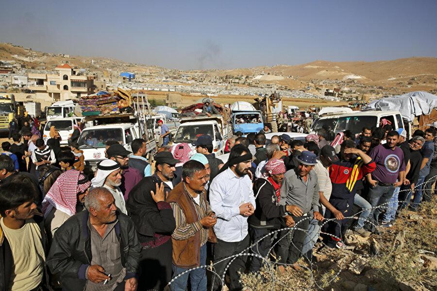 Rapor, 41 Suriyelinin yanı sıra avukatlar, insani yardım görevlileri ve Suriye uzmanlarıyla yapılan görüşmelere dayanıyor.