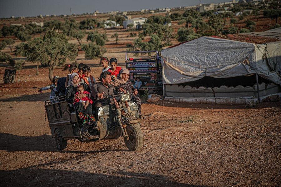 Raporda Suriye rejimine ait güvenlik güçlerinin Suriye'ye geri dönen mültecilerin bazılarını da ailelerine şantaj yapmak maksadıyla alıkoyduğu belirtiliyor.