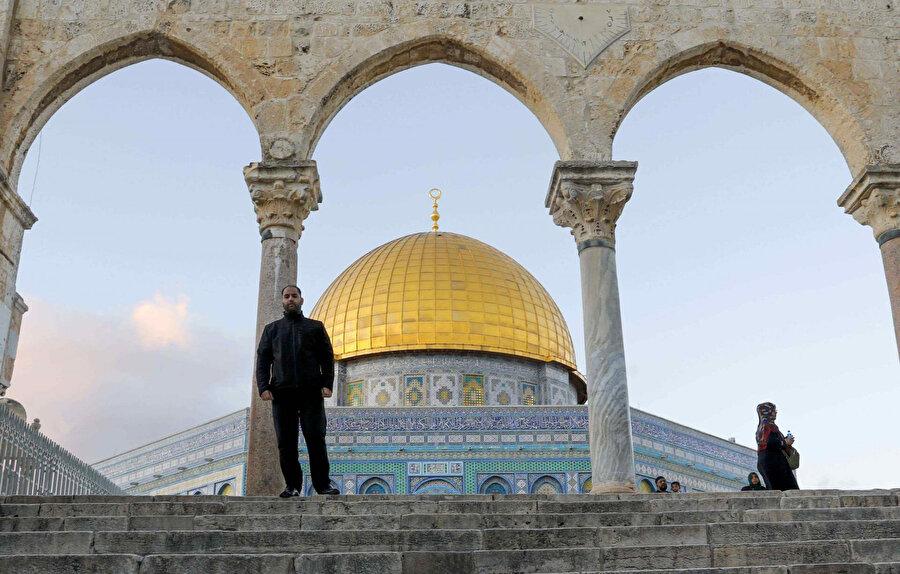İbrani takvimine göre çarşamba akşamı sona erecek olan İbrani yılbaşı nedeniyle fanatik Yahudiler,