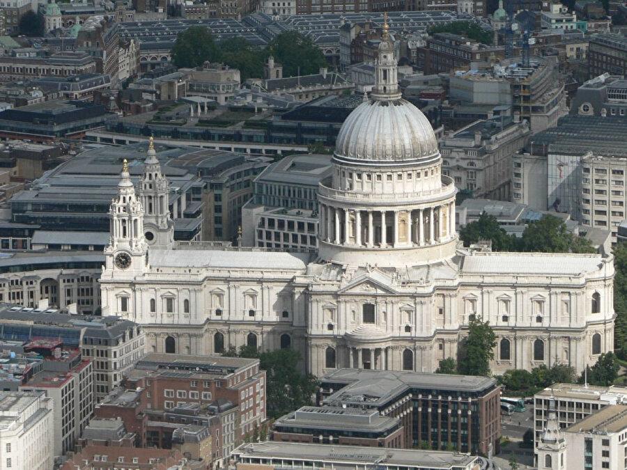 St. Paul Katedrali, Wren'in en ünlü eseridir.