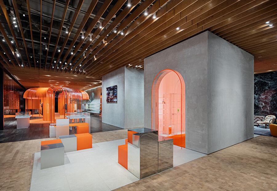 XYTS, moda ve yaşam tarzı lideri olan Shinsegae International'ın dünya çapındaki 860 mağazasından biri olarak biliniyor.
