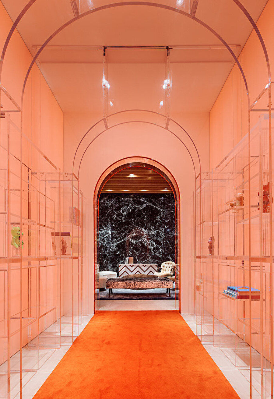 Rahee Yoon'un tasarımları keskin ve temiz çizgileriyle biliniyor.