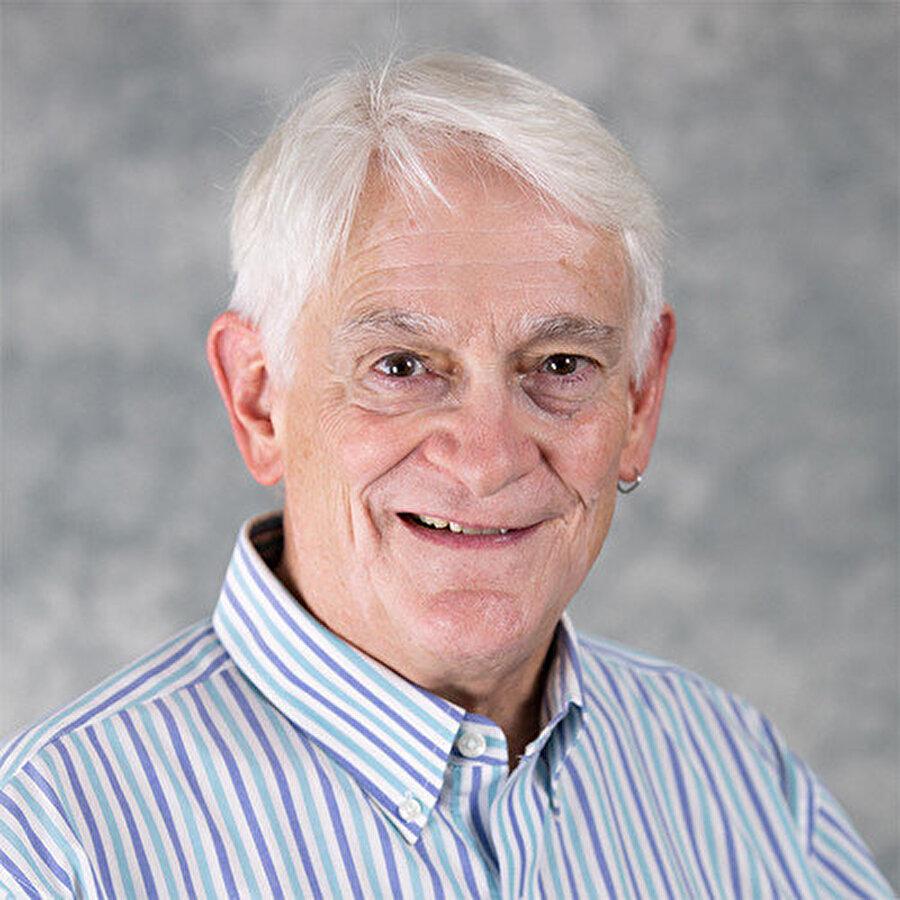 HCI Profesörü ve yazar John M.