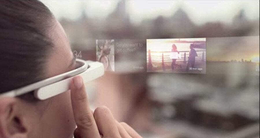 Google'ın artırılmış gerçeklik projesi Glass.