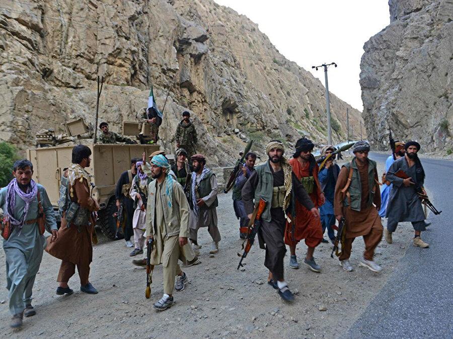 Pençşir'de Taliban'a karşı kurulan direniş grupları.