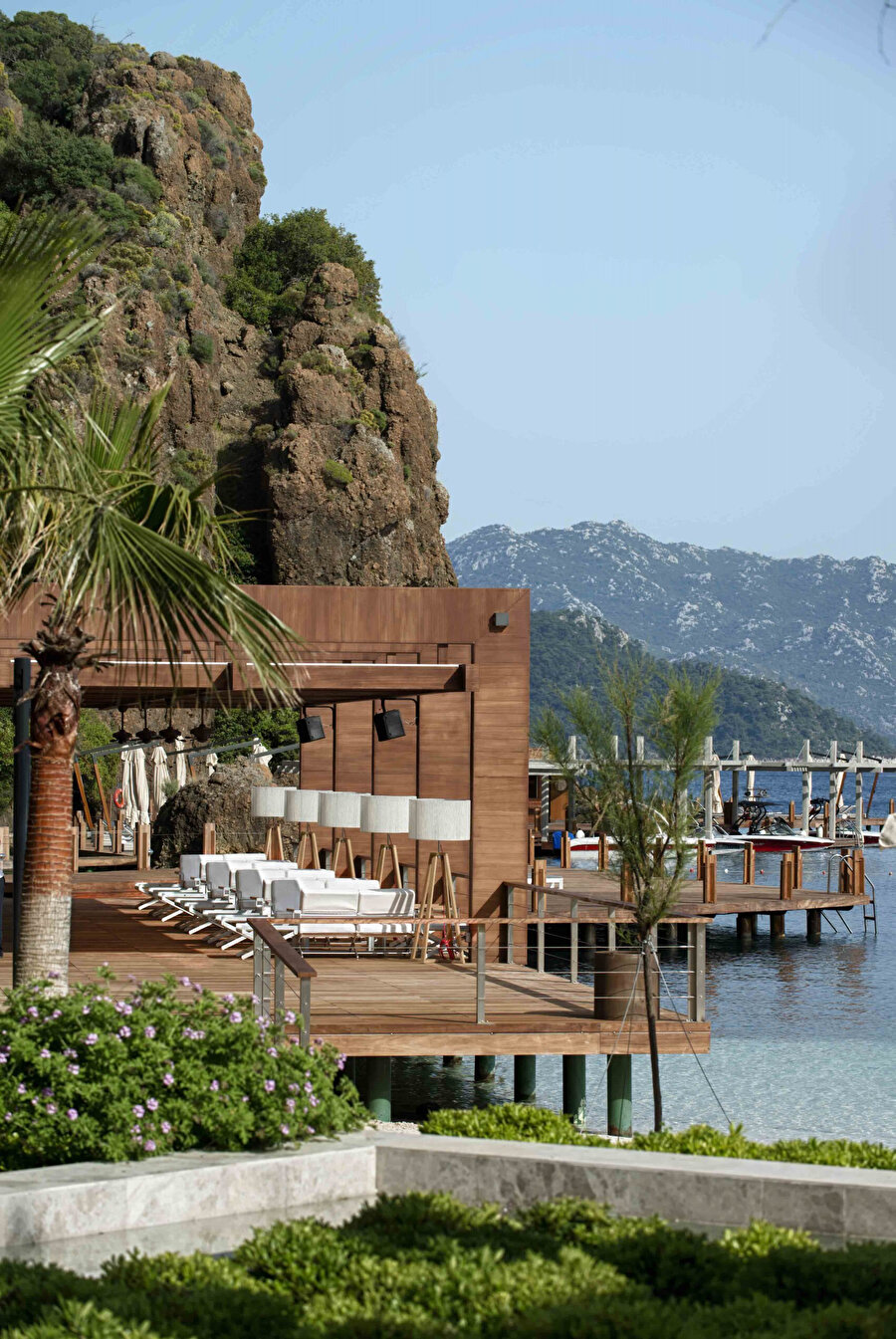 Datça yarımadası Akdeniz ve Ege'nin kesişim noktasında yer alıyor.