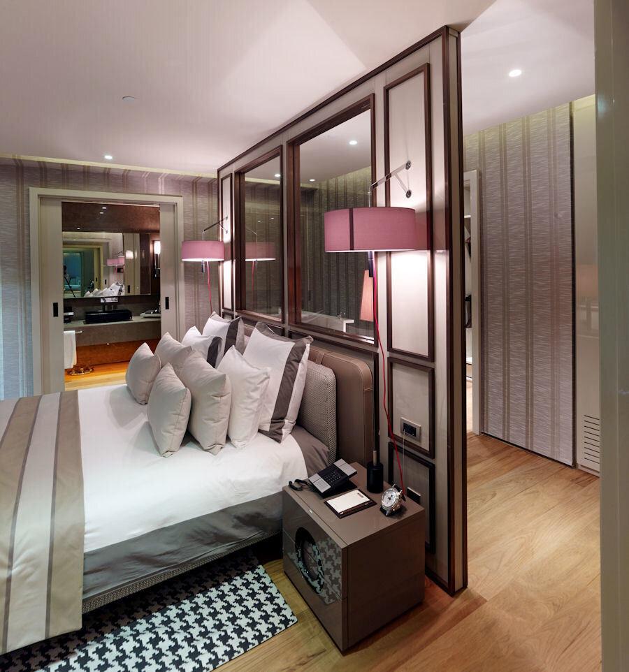 Odalar modern bir üslupla tasarlanıyor.