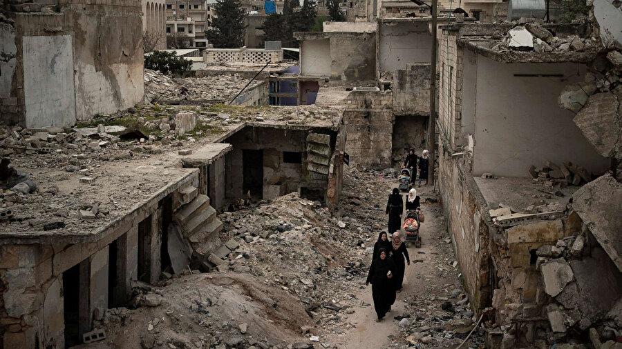 Birleşmiş Milletler (BM) Uluslararası Bağımsız Suriye Araştırma Komisyonu'nun yayımladığı rapor, Suriye'de şiddetin arttığına ve bu durumun bölgede siviller için uygun bir ortamın oluşmasına engel olduğuna dikkat çekildi.