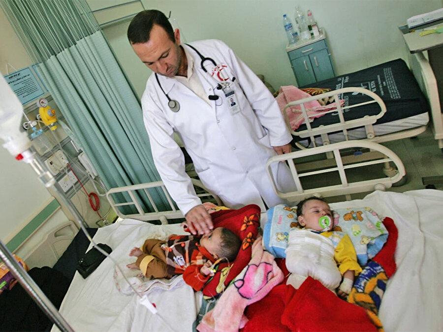 İşgal döneminde bölgede kullanılan ağır kimyasal silahlar nedeniyle Felluce'de bebekler büyük anomaliler ve sakatlıklarla dünyaya geliyor.