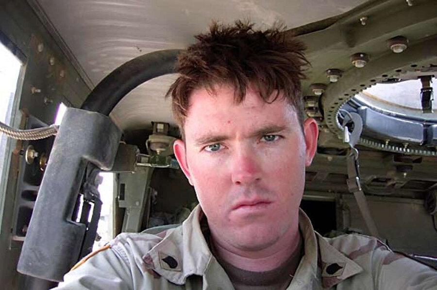 Felluce'deki insanlık dışı savaş yöntemlerinin görgü tanığı olarak konuşan Amerikan askeri Jeff Englehart.