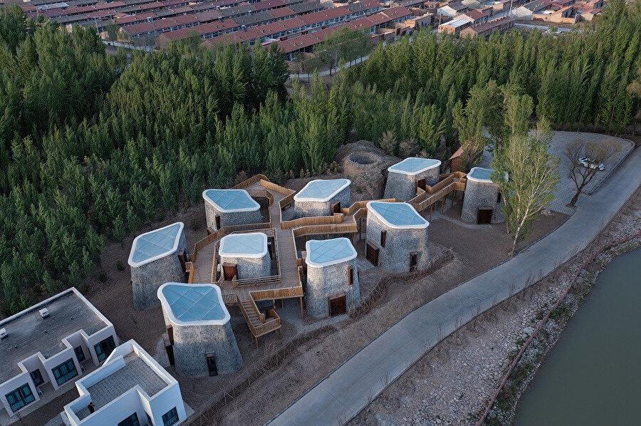 Grotto Retreat Xiyaotou, birbirine bağlı dikey bölmelerden oluşuyor.