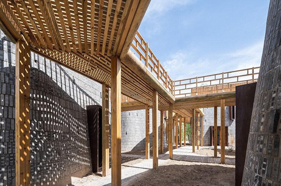 """Xiyaotou Köyü'nün kırsal canlandırma projesi, """"Grotto Retreat Xiyaotou"""" düzenlenen yarışmada kazanan 12 tasarımdan biri olarak ön plana çıkıyor."""