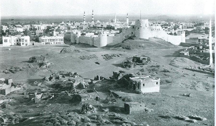 Osmanlı döneminde Mescid-i Nebevî ve Medine-i Münevvere.