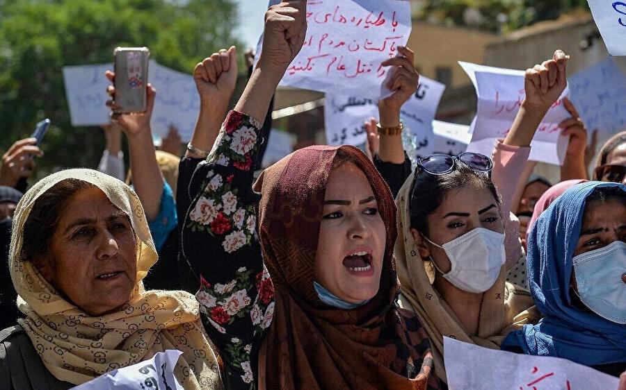 Taliban'ın Afganistan'da hakimiyet sağladığı günden bugüne aralarında kadınların da bulunduğu pek çok muhalif kesim Taliban karşıtı gösteriler düzenledi.