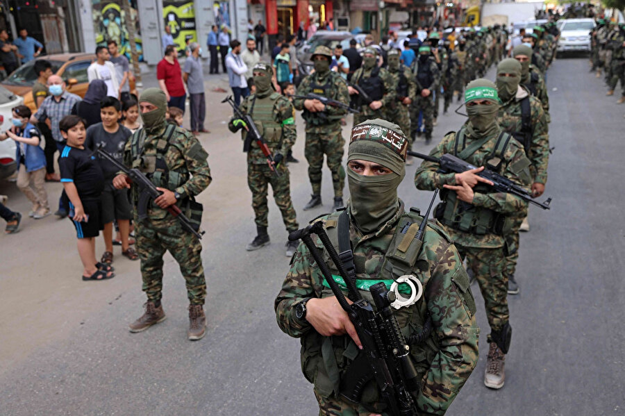 İsrail'in söz konusu planla Gazzelilerle Hamas arasında bir gerginliğe sebep olmak istediği yorumları yapılıyor.