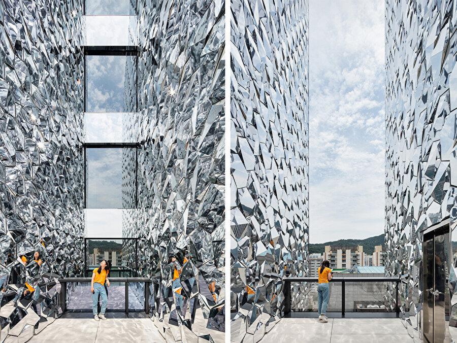 OBBA mimarları, ofis çalışanları için açık bir atriyum tasarlıyor.