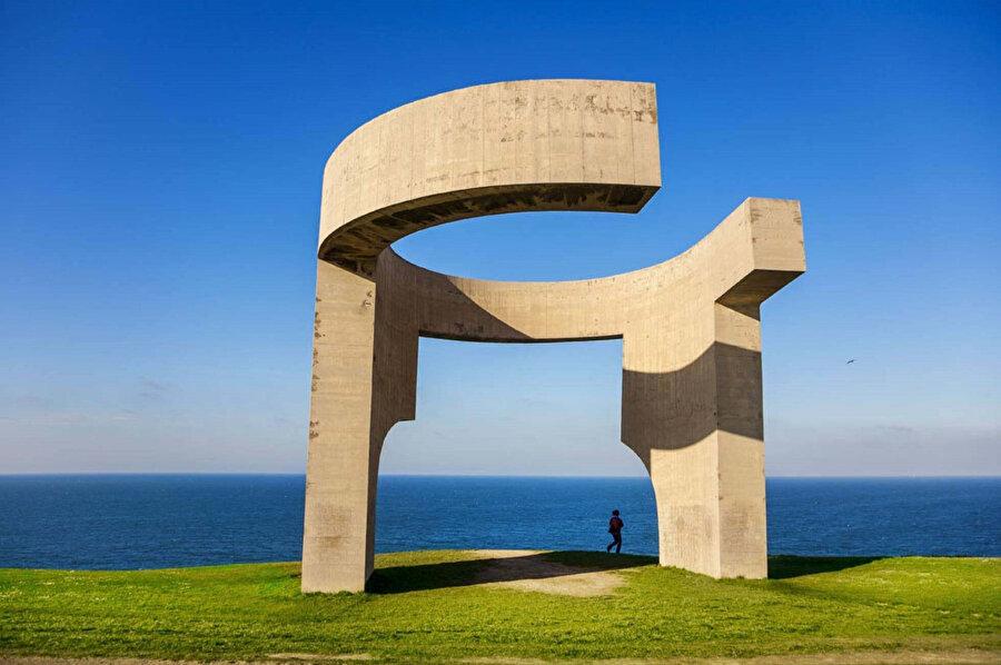 """Eduardo Chillida, """"In Praise of the Horizon"""", 1989."""