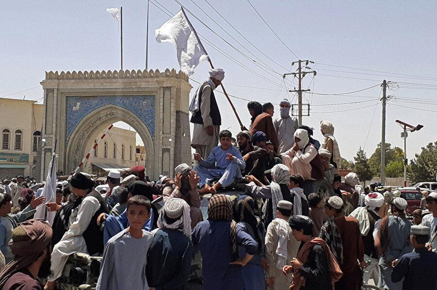 15 Ağustos, 2021. Taliban'ın Kabil'i ele geçirerek ülke genelinde hakimiyetini ilan ettiği günden bir kare.