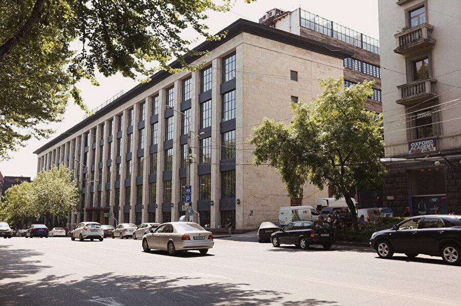 Dönüşüm projesi, yapının tarihi mimarisini öne çıkaracak şekilde tasarlanıyor.