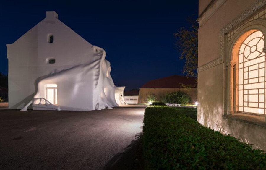 Gue(ho)st House sanat merkezinin 20. yıldönümünde açılıyor.