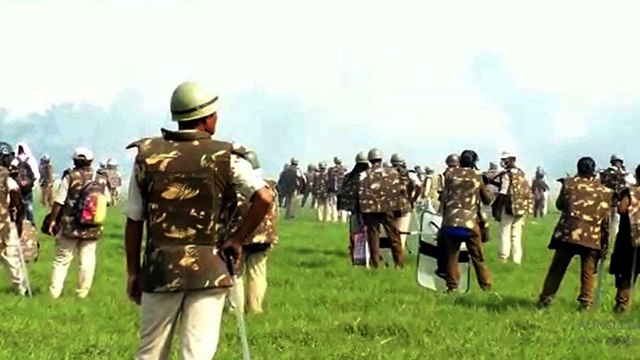 Assam polisinin sert müdahalesi nedeniyle 2 sivil yaşamını yitirmiş, 8 sivil de yaralanmıştı.
