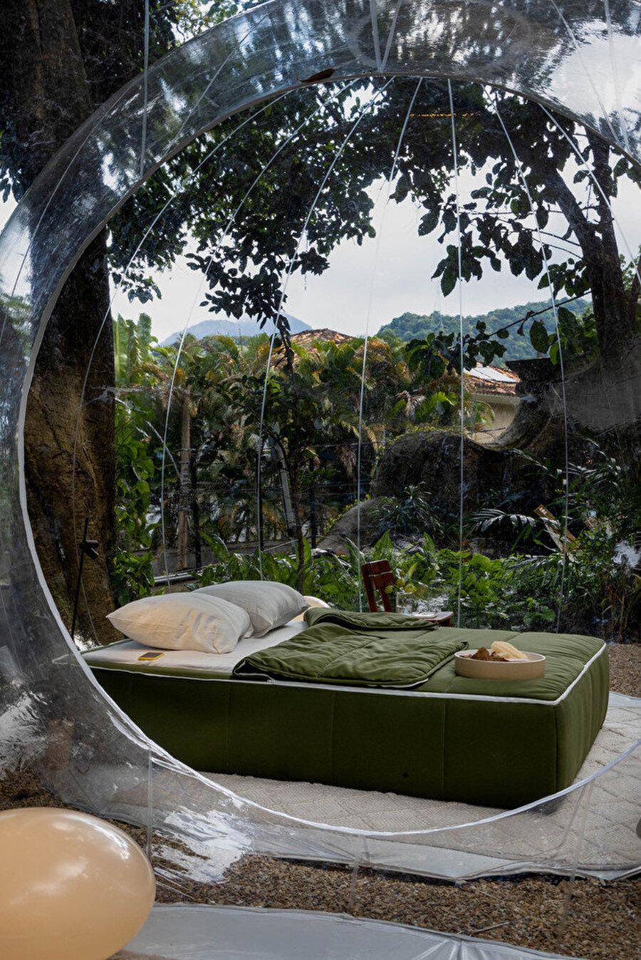 İki baloncuktan biri yatak alanı diğeri ise oturma alanı olarak kullanılıyor.