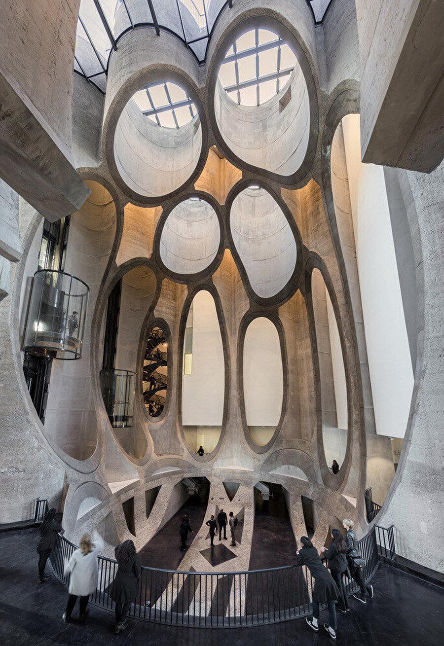 """Heatherwick, atriyumu """"tonozlu bir katedral"""" şeklinde tanımlıyor."""