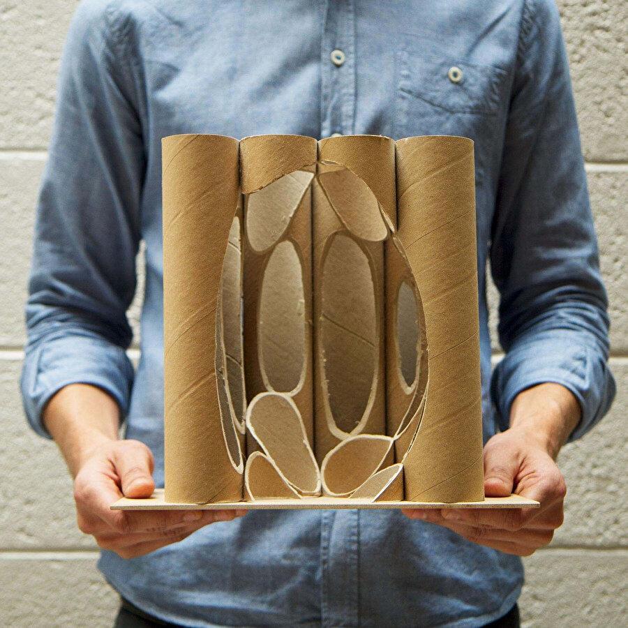 Rulo kağıtlardan yapılan atriyum maketi.