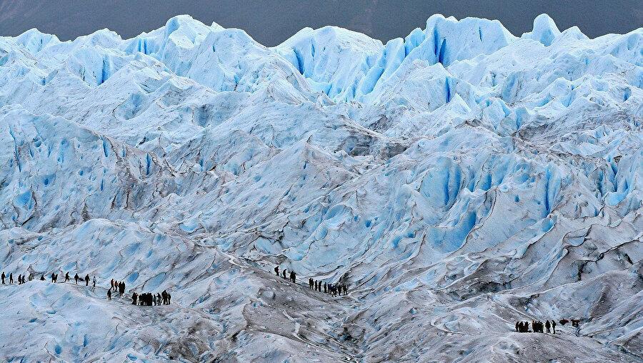 Denizlerin dev buzul parçalarıyla dolduğu ve gemilerle yolculuk yapmanın neredeyse mümkün olmaktan çıktığı bu zamanlar.n
