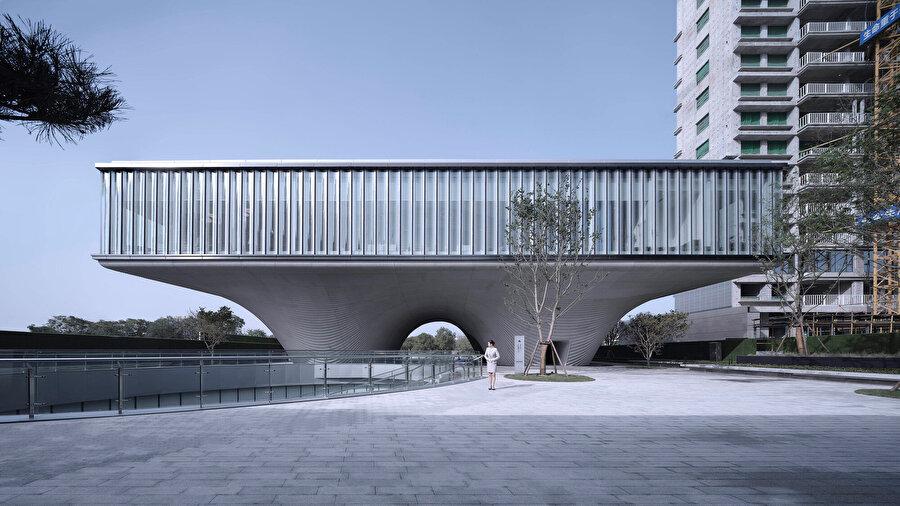 Yapı, bölgenin gelişimine katkıda bulunuyor.