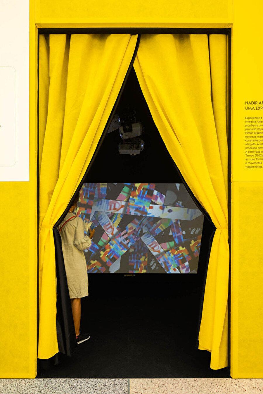 Nadir Afonso'nun eserleri dijital enstalasyonlara dönüştürülüyor.