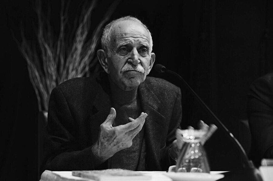 Ülkü Tamer, Türk şair, gazeteci, oyuncu ve çevirmen.