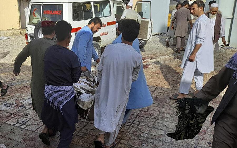 Saldırısı sonrası yaşamını yitirenler ve yaralanalar ambulanslarla hastanelere taşındı.