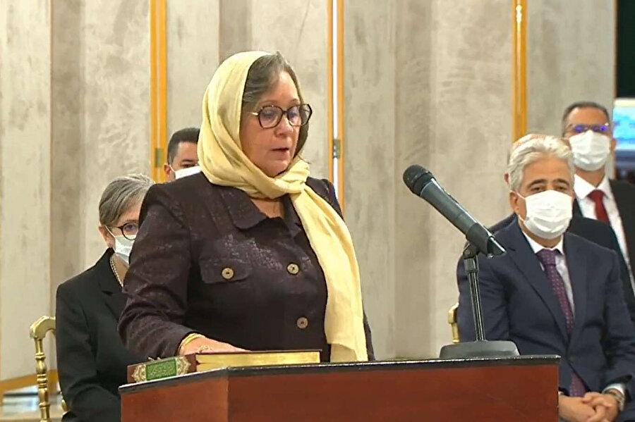 Necla Buden Ramazan'ın başbakanlık ettiği kabinede 9 kadın bakan yer alıyor.