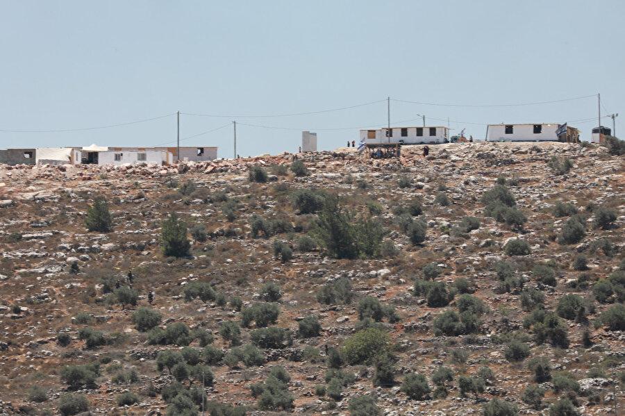 Yahudi yerleşimcilerin Beyta tepelerine kurduğu konteyner evler.