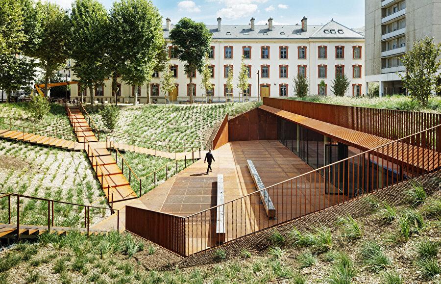 Meydan, çevresindeki 4 yapıyı birbirine bağlayacak şekilde tasarlanıyor.
