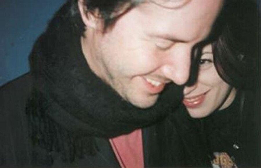Aralık 1999'da Jennifer Syme, ölü bir kız çocuğu doğurdu.