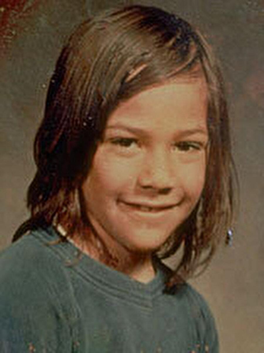 Zor bir çocukluk dönemi geçiren Reeves, 12 yaşındayken babası uyuşturucudan tutuklandı annesi ise bir gece kulübünde çalışıyordu.
