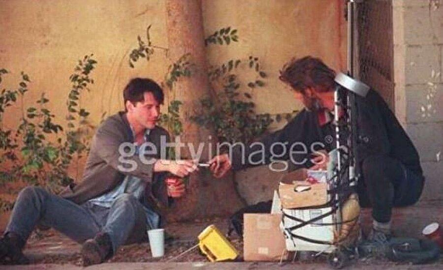 1997 yılı Eylül ayında, bir gününü evsiz bir adamla birlikte geçirmiş ve saatlerce onunla muhabbet etmişti.