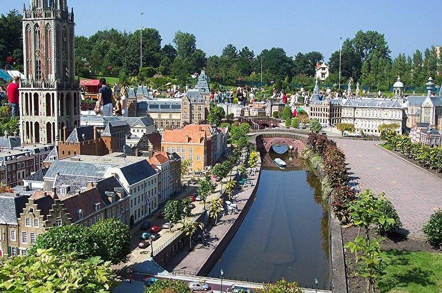 Hollanda'ya yolunuz düşerse Den Haag'da bulunan bu küçük şehre uğramanızı öneririz.