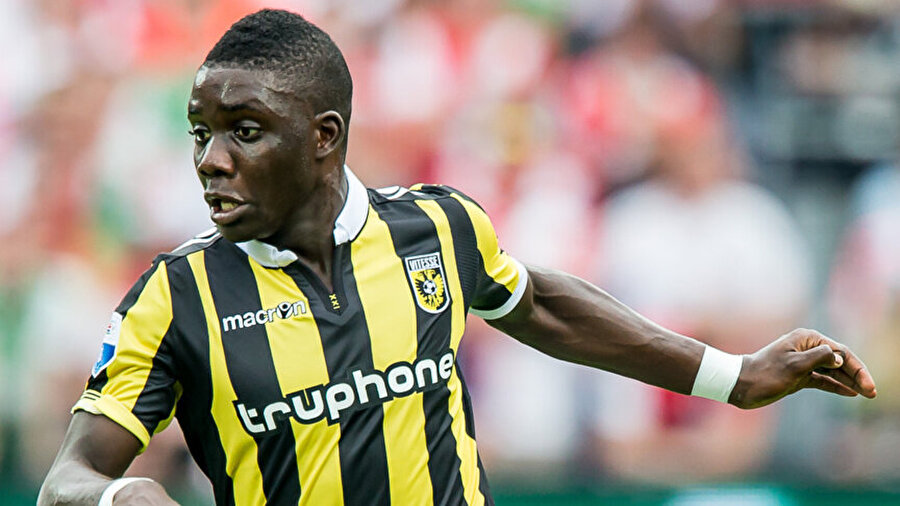 Aslan'ın gözü Zimbabveli oyuncuda Teknik direktör sorununu çözemeyen Galatasaray'ın 2016-2017 sezonunda kadrosuna yaklaşık 10 ismi katması bekleniyor. Aslan'ın listesinde bulunan ilk isimlerinden birinin Vitesse'de forma giyen Marvelous Nakamba olduğu biliniyor. 22 yaşındaki orta saha oyuncusunun bonservisi 2 milyon Euro.