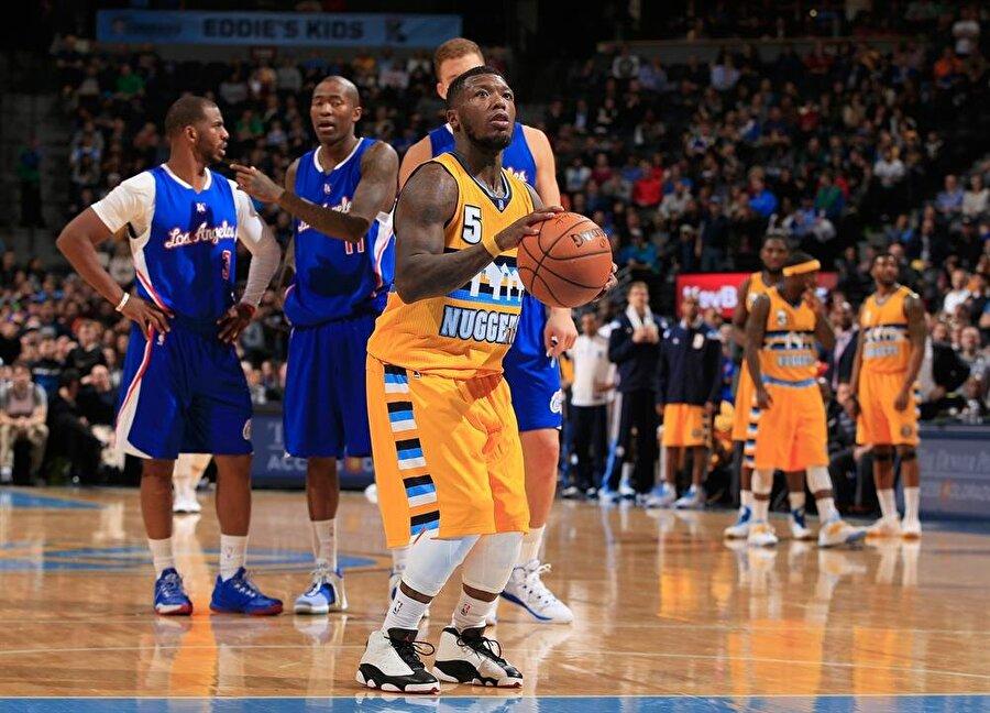 Nate Robinson Geçtiğimiz mayın ayında NBA ekibi New Orleans Pelicans'dan İsrail'in Hapoel Tel Aviv takıma transfer olan Nate Robinson da en kısa basketbolcular arasında yer alıyor. 1,75 boyundaki Robinson, NBA'de üç kez smaç yarışması şampiyonu oldu.