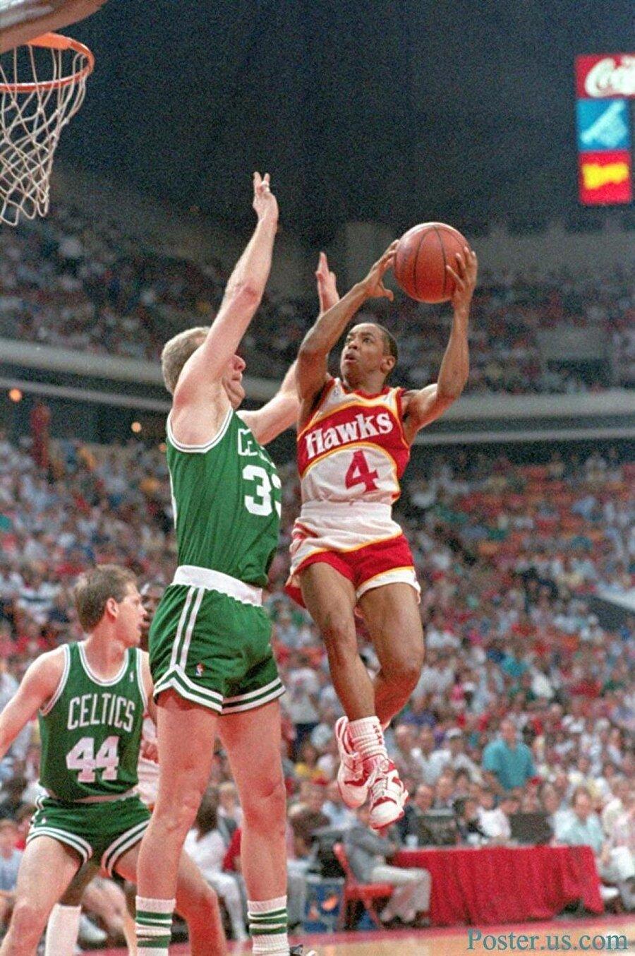 Spud Webb                                      Spud Webb olarak tanınan Anthony Jerome Webb 13 Temmuz 1963 yılında gözlerini dünyaya açtı. 1,70 boyunda olmasına rağmen kariyeri boyunca sıçrama yeteneği ile dikkat çekmiştir. Oyun kurucu pozisyonunda oynayan Webb, NBA'de 12 yıl çeşitli takımlarda forma giydi. Webb 1986 yılında NBA All-Star etkinliklerinde yer alan smaç yarışmasını kazandı. 1,70'lik boyuyla bu yarışmayı kazanan en kısa oyuncu rekoru halen Webb'e aittir.