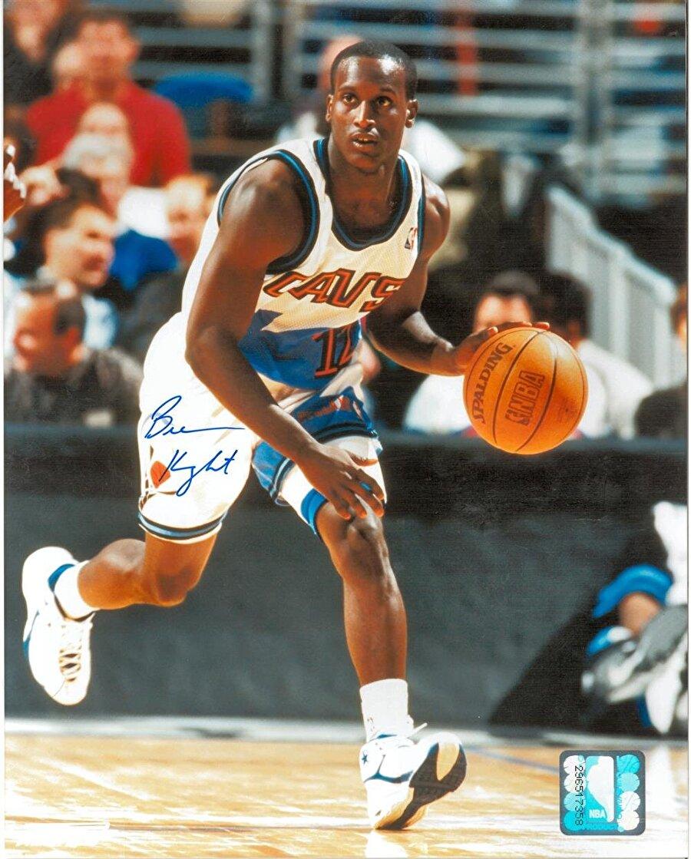 Brevin Knight                                      NBA kariyerinde oyun kurucu pozisyonunda görev alan Brevin Knight, 1,78 boyunda. 2009'da Utah Jazz forması altında kariyerini noktalayan Knight sırasıyla şu takımlarda oynadı: Cleveland Cavaliers, Atlanta Hawks, Memphis Grizzlies, Phoenix Suns, Washington Wizards, Milwaukee Bucks, Charlotte Bobcats, Los Angeles Clippers, Utah Jazz. Aynı zamanda Brandin Knight'ın ağabeyi olan Brevin Knight kariyerini antrenör olarak değil yorumcu olarak sürdürüyor.