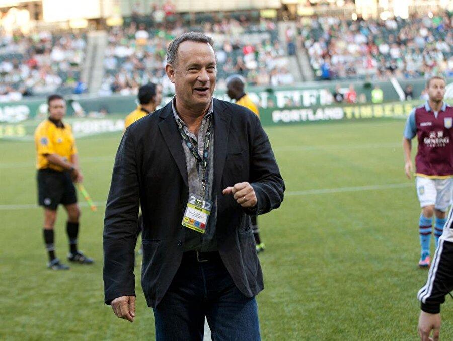 Tom Hanks, 500 bin pound kazandı Oscarlı yıldız Tom Hanks, sezon başında Leicester City'nin şampiyonluğuna 100 pound yatırdı. Ünlü oyuncu bu tahminiyle 500 bin pound yani 2 milyon 60 bin Türk Lirası kazandı.
