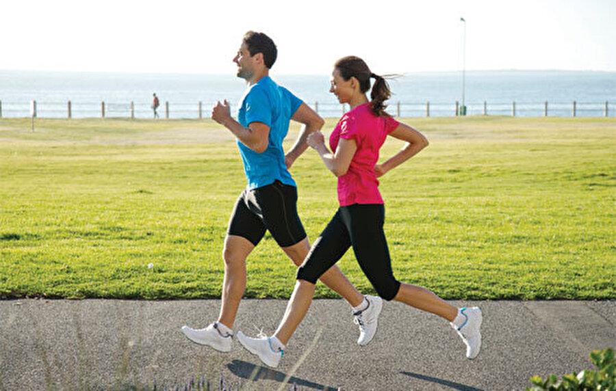 Spor yapmak eğlenmenize ve neşelenmenize yardımcı olur. Hayatınız daha eğlenceli geçer.