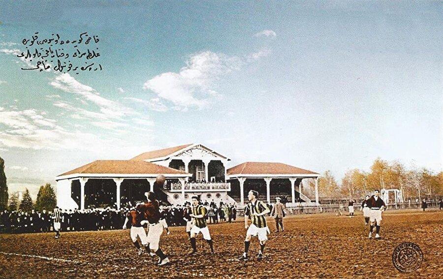 1909'da sarı-lacivert oldu Fenerbahçe'nin renkleri 1909 yılında sarı-laciverte çevrildi.