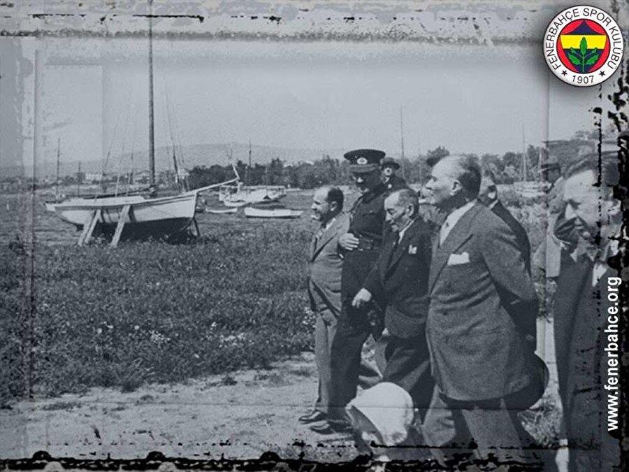 3 Mayıs'ın önemi Fenerbahçe'nin kurulduğu gün bilinmemektedir. O nedenle sarı-lacivertliler Atatürk'ün kulübü ziyaret ettiği 3 Mayıs 1918 tarihini kuruluş yıl dönümü olarak kutlamakta.