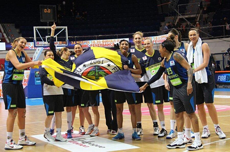 Potanın Kraliçeleri affetmez! 1954 yılında kurulan Fenerbahçe Kadın Basketbol Takımı, elde ettiği başarılarla taraftarların en çok takip ettiği branşlardan biridir. Potanın Kraliçeleri 1999, 2002, 2004, 2006, 2007, 2008, 2009, 2010, 2011, 2012, 2013 yıllarında lig şampiyonluğu coşkusu yaşadı.