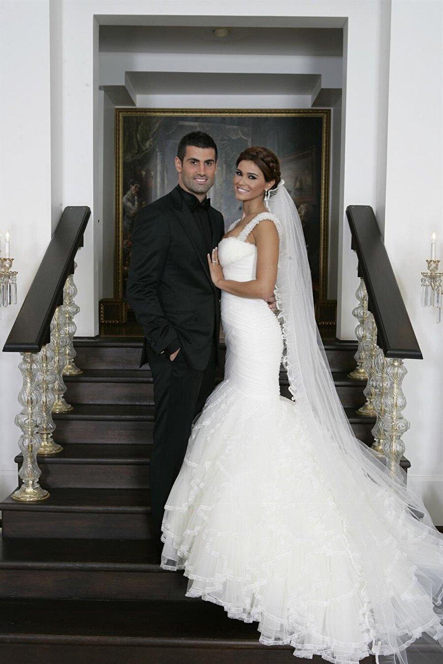 Zeynep Demirel Fenerbahçeli Volkan Demirel'in eşi güzelliği ile dikkat çekiyor. 2009'da Belçika Miss Universal güzellik yarışmasında 15. olan Zeynep Hanım, 2010'da milli kaleci ile evlendi. Çiftin Yade isimli bir kızı var.